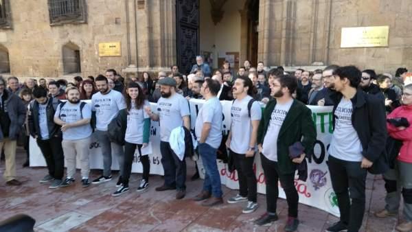 Los diez acusados antes de entrar al TSJA.