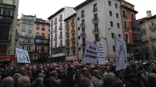 Concentración en Pamplona en defensa del sistema público de pensiones