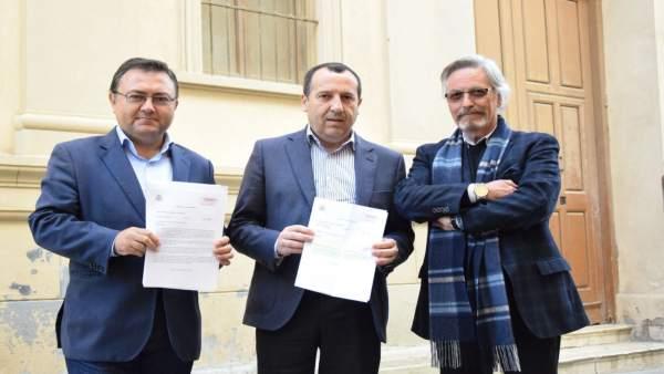 Miguel Angel Heredia con José Luis Ruiz Espejo y Rafael Granados biblioteca