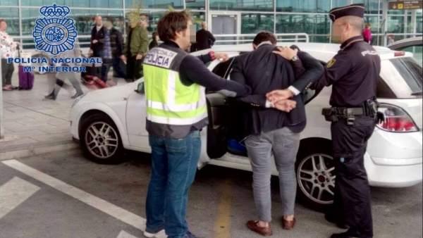 Tres detinguts a Alacant per agredir sexualment una jove de 19 anys a la qual van conéixer en una discoteca
