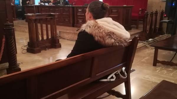 La madre acusada de inducir a la prostitución a su hija