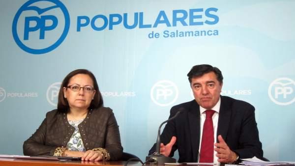 Bermúdez de Castro y María Jesús Moro en Salamanca.