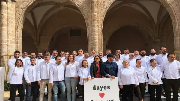 Los chefs valencianos con soles Repsol reciben sus chaquetillas de Duyos
