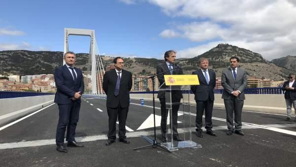 Iñigo de la Serna habla en Alcoi en la reapertura del puente Fernando Reig