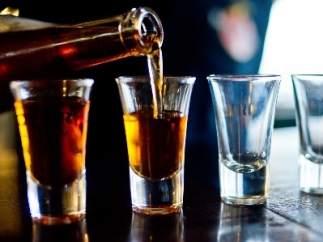 Vasos con alcohol.
