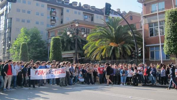 Manifestación frente a La Madreña