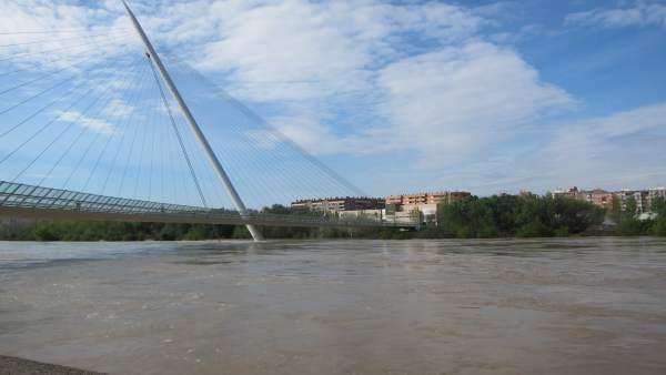 Ebro con la pasarela de Manterola