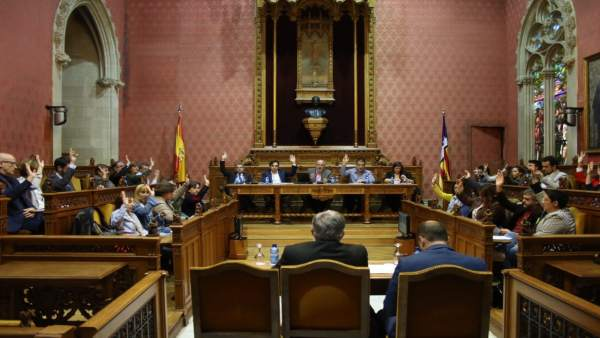 Votación en el pleno del Consell de Mallorca