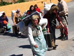Antidisturbios de la Guardia Civil impiden que cientos de porteadoras salgan en avalancha por la frontera de Ceuta