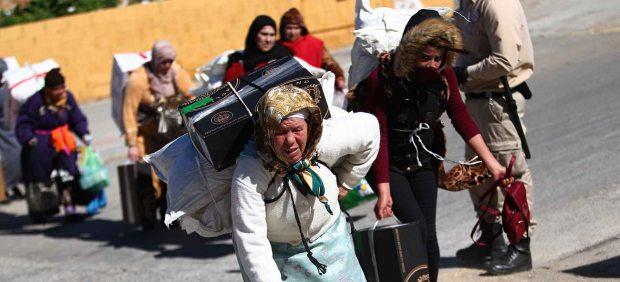 Antidisturbios de la Guardia Civil impiden que cientos de porteadoras salgan en avalancha por la ...