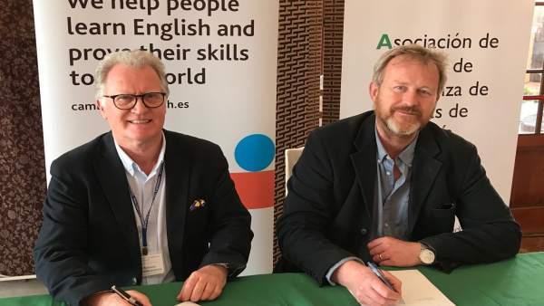 Firma del covenio entre Aceia y Cambridge