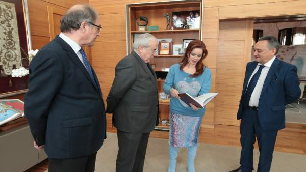 Clemente recibe la memoria del Consejo de Cuentas.