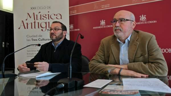 Luque (izda.) y Palomar presentan el programa de 'Música Antigua'