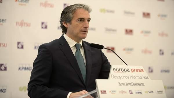 El ministro Íñigo de la Serna en los Desayunos Informativos de Europa Press