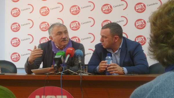 Pepe Álvarez junto a Mariano Carmona, líder de UGT Cantabria, en Santander