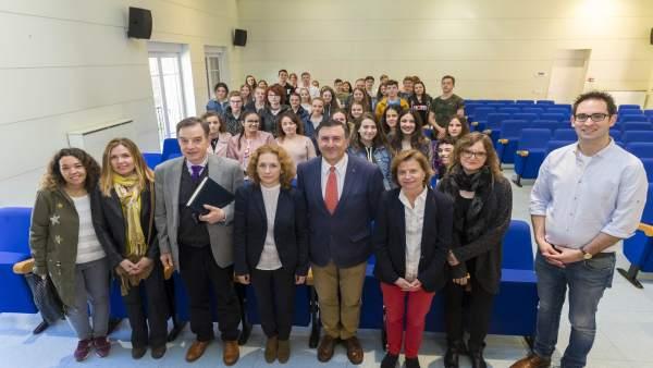 Francisco Fernández Mañanes con un grupo de estudiantes alemanes