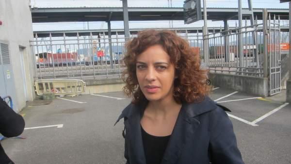 Alexandra Fernández, de En Marea, en la estación de Guixar