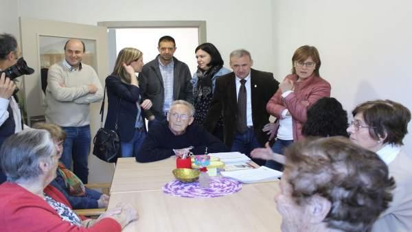 Pilar Varela visita la residencia de mayores de Arriondas