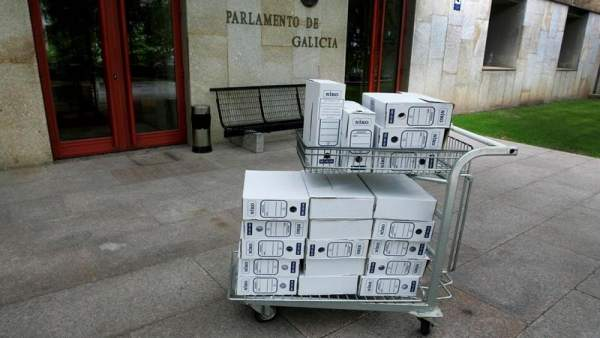 Documentación de la comisión de cajas en el Parlamento de Galicia
