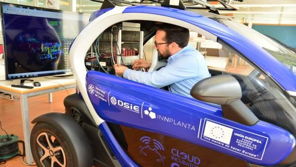 Sistema de toma de decisión inteligente para vehículos autónomos de la DGT