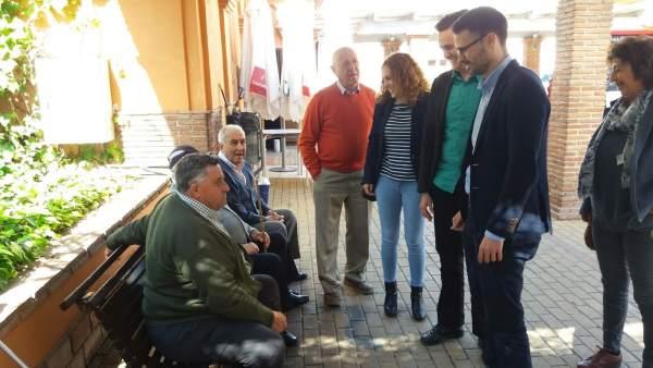 José Carlos Durán PSOE-a con pensionistas en coín