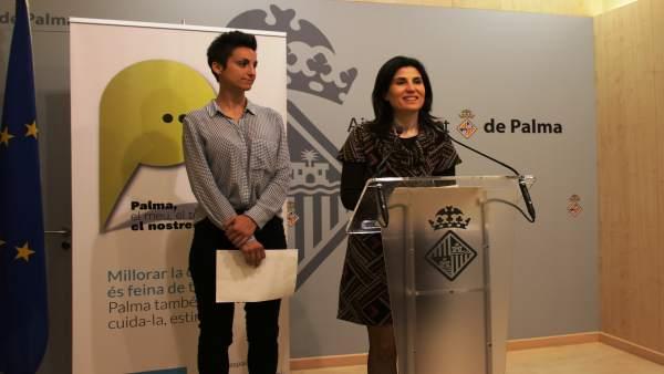 La regidora de Salud y Consumo, Antonia Martín y la directora de mercados