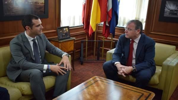 Silván Se Reúne Con El Alcalde De Almería Para Trasmitirle Sugerencias De Cara A