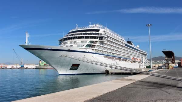 Viking Sky crucero exclusivo en el atraque sur terminal B del puerto de Málaga