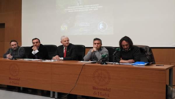 Presentación en la UHU de un simposio sobre desarrollo sostenible.