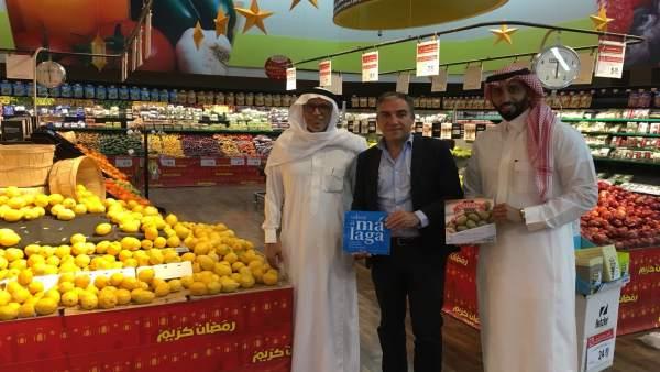 Elías Bendodo con Sabor a Málaga en el mercado de Oriente Medio