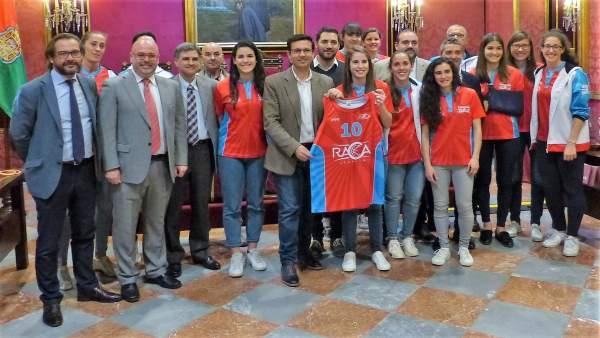Ayuntamiento de Granada valora los éxitos del RACA Femenino
