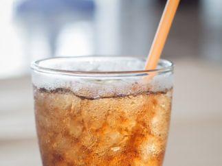 Dejar que tus hijos beban refrescos sin control
