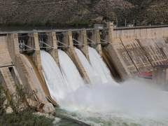 Embalse de Mequinenza desembalsando agua este mes de abril