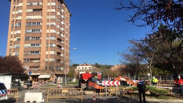 Obras de reparación de tubería en la calle Barbecho. 18-4-2018