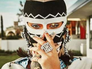 Rihanna con una pasamontañas