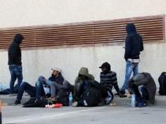 Algunos de los inmigrantes que han sido localizados en un camión en La Jonquera (Girona).