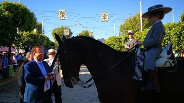 Concurso de amazonas y caballistas en la Feria de Sevilla