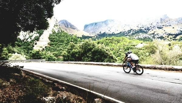 Ciclistas en la Serra de Tramuntana, recurso, carreteras. Imagen de archivo.