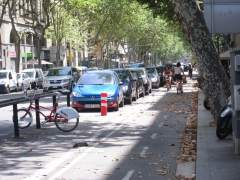 Carril bici de la Ronda Sant Pau ante una parada del Bicing de Barcelona.
