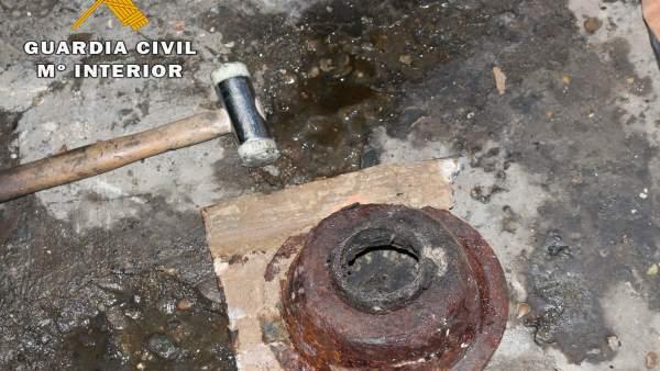 La Guardia Civil desarticula un taller clandestino de reparación de vehículos.