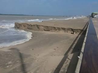 Playa de Sanlúcar de Barrameda afectada por el temporal