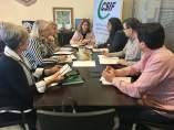 La parlamentaria del PP Ana Mestre reunida con representantes del CSIF