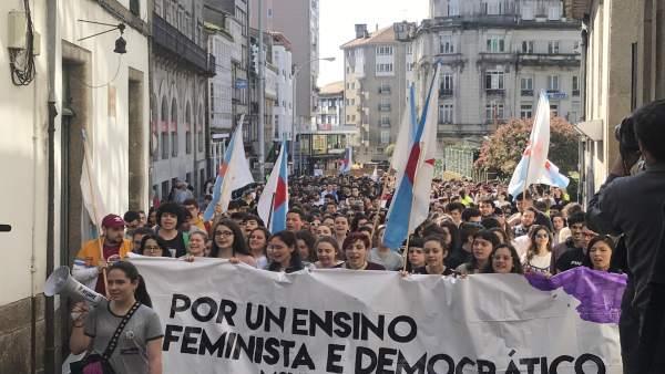 Estudiantes se manifiesta en santiago durante la huelga del 19 de abril