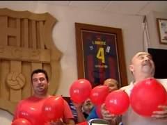 Globos rojos sevillanos contra los amarillos catalanes para formar una gran bandera en la final de Copa