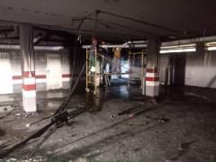 Imagen del garaje incendiado en el bloque de la avenida de Andalucía de Sevilla