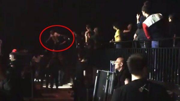 Lana Del Rey, 'atacada' por un fan en un concierto