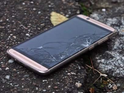 Teléfono móvil roto