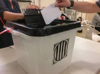 Urna de votación del referéndum del 1-O.