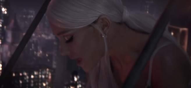 Ariana Grande reaparece en Coachella con nueva canción
