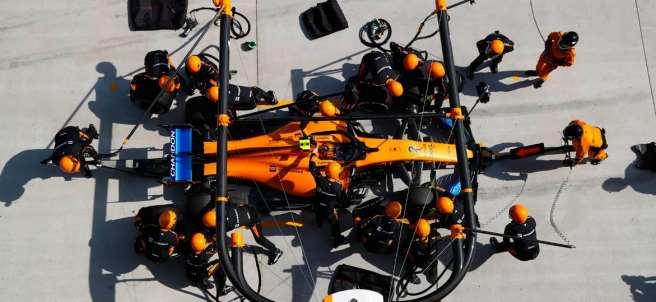 Parada en boxes de McLaren